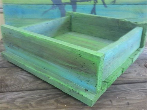 Pretty Rustic Pallet Serving Tray