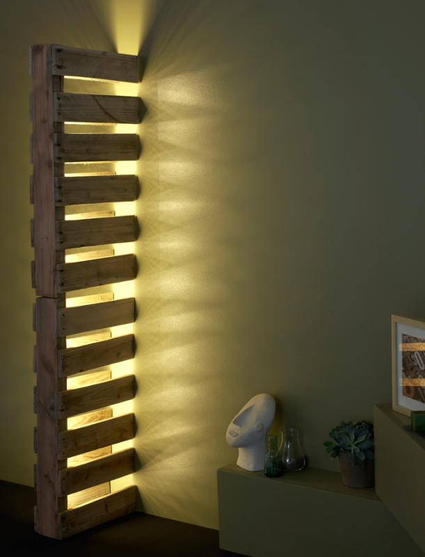 Simple Wall Pallet Lamp